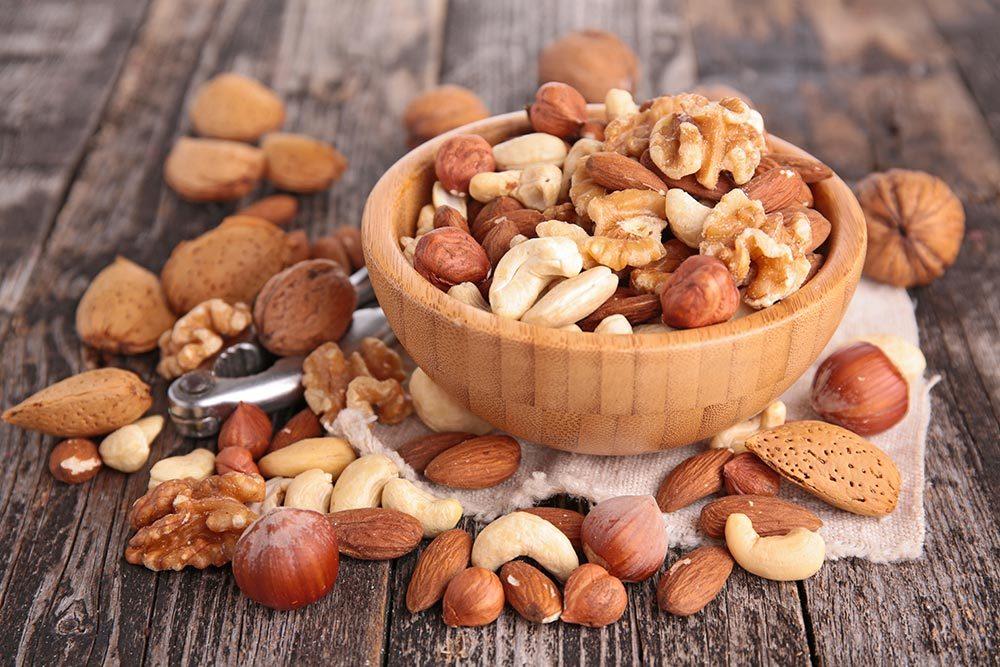 La frutta secca: lo snack ideale anche durante l'estate