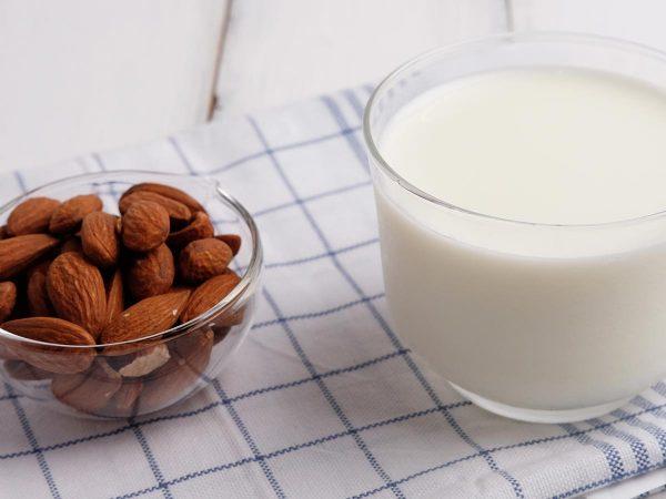 Latte di mandorla: prepara in casa la dissetante bevanda vegetale