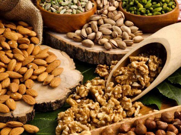 La frutta secca non fa ingrassare, ma fa bene alla salute