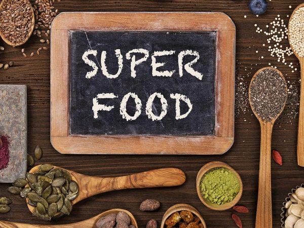 """Alla scoperta dei """"superfood"""": virtù e controindicazioni"""