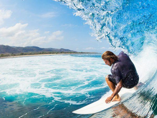 Fare surf in autunno: 5 posti dove trovare lo spot perfetto