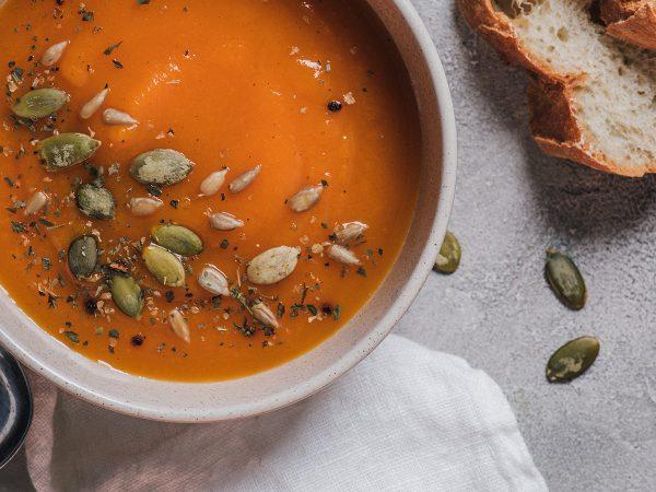 Ricetta: vellutata di zucca, una zuppa autunnale ricca e cremosa