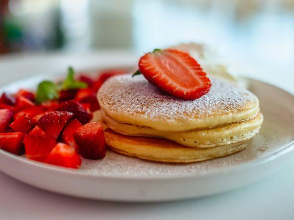 Colazione natalizia: la ricetta dei pancake di Babbo Natale