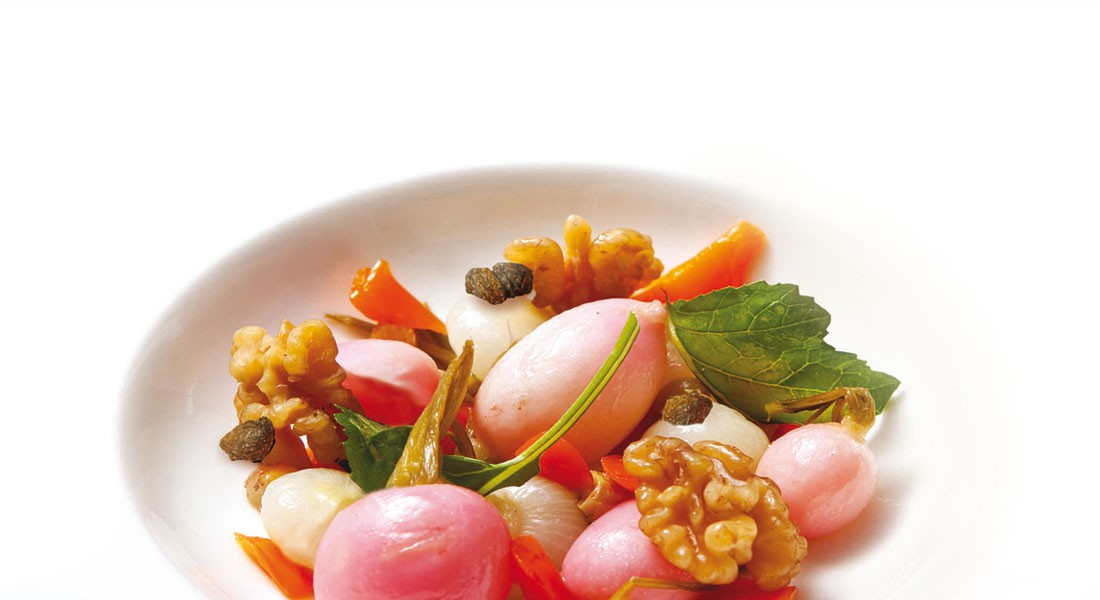 Confit di rape, cipolle e carote con noci e uvetta Ventura