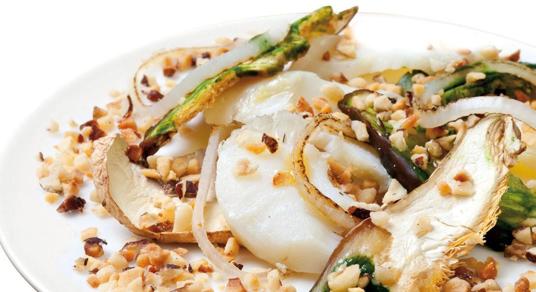 Filetto di baccalà con funghi e nocciole Ventura tritate