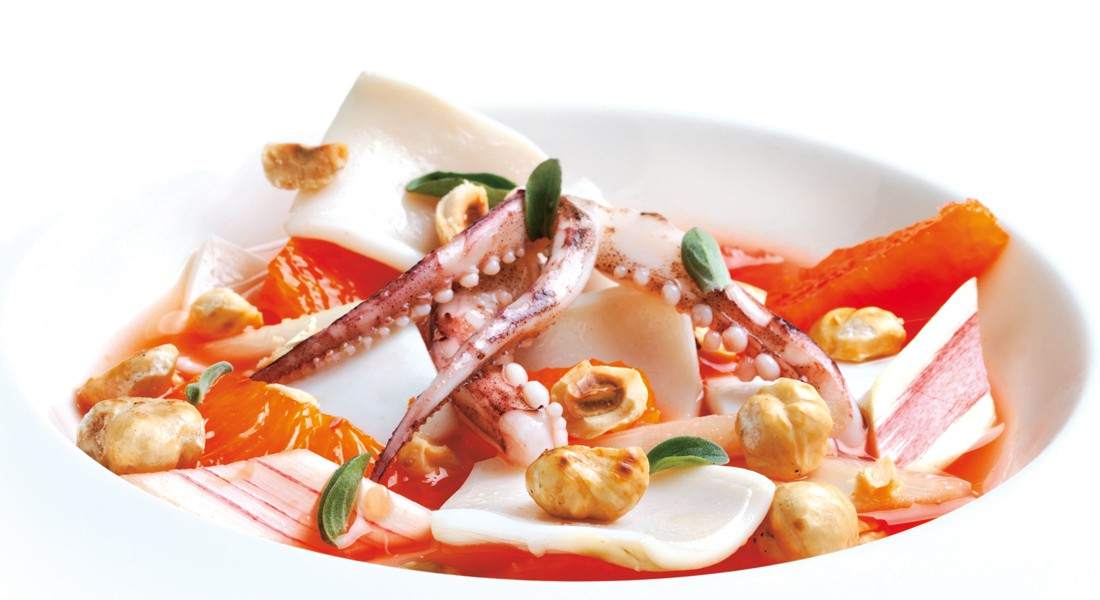 Zuppetta di totani con agrumi, rabarbaro e nocciole Ventura