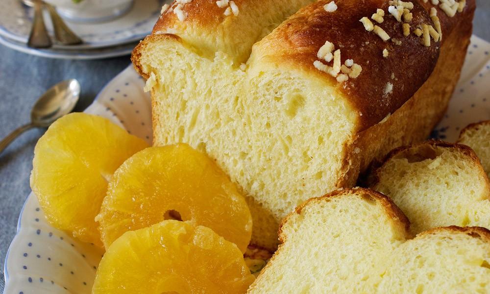Pan brioche allo yogurt con ananas