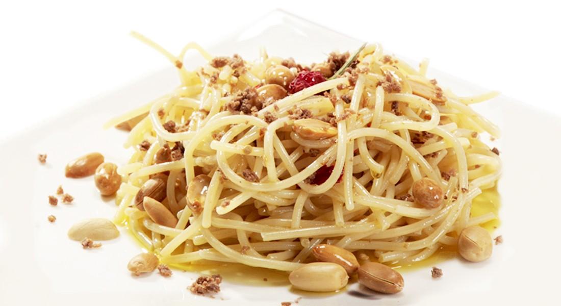 Spaghetti alla bottarga e arachidi