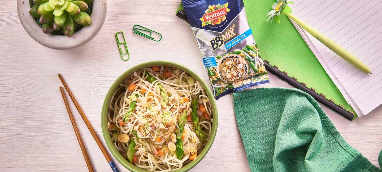 Ricetta Noodles Fatti In Casa.Come Cucinare I Noodles Una Ricetta Con Asparagi E Bbmix Madi Ventura