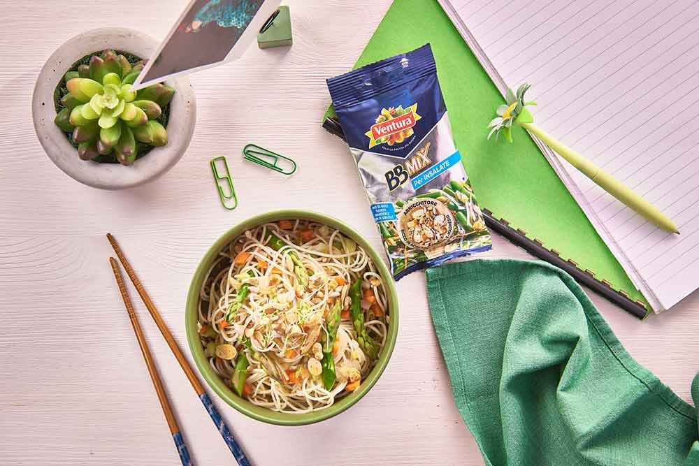 Ricetta Noodles Fatti A Mano.Come Cucinare I Noodles Una Ricetta Con Asparagi E Bbmix Madi Ventura